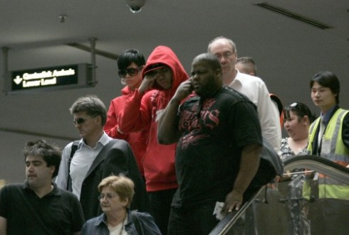 rihanna-chris-brown-airport-500x338