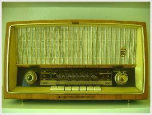 2004-06-10-old-radio